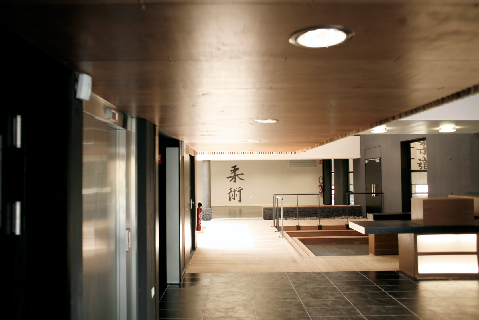 construction d 39 un dojo vieux cond architizer. Black Bedroom Furniture Sets. Home Design Ideas