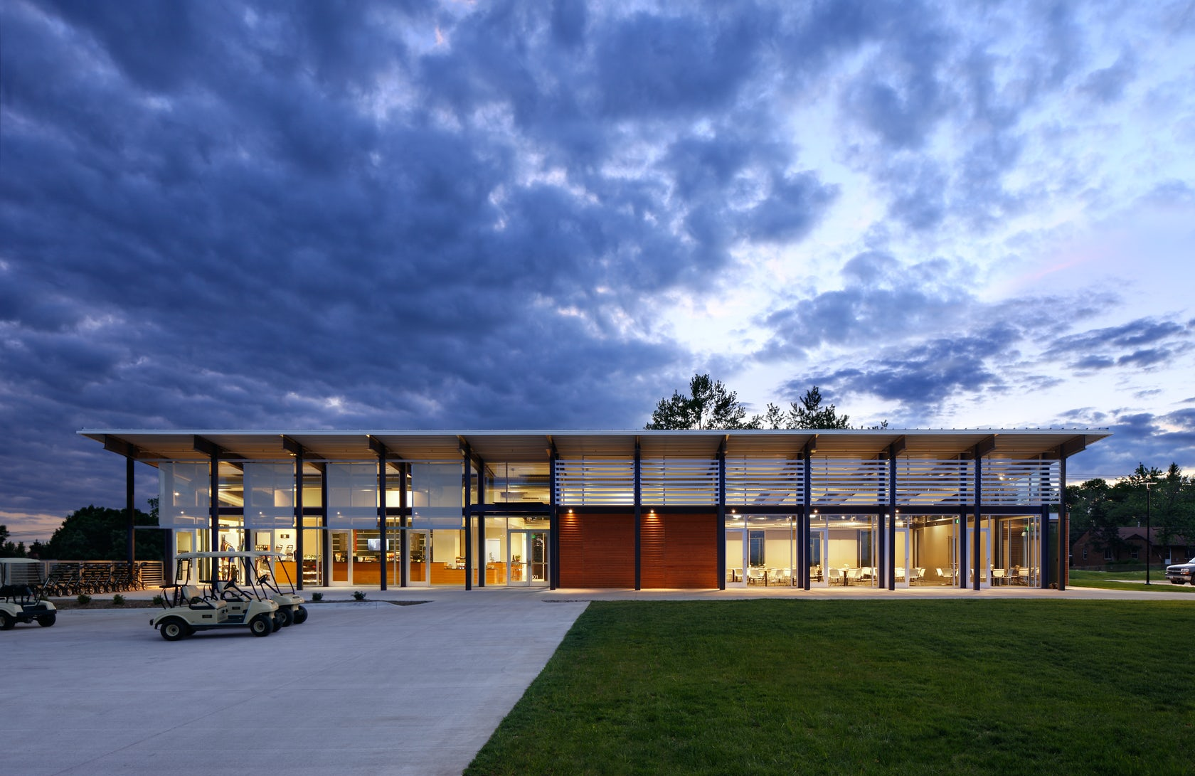 Bright grandview clubhouse architizer for Residential clubhouse designs