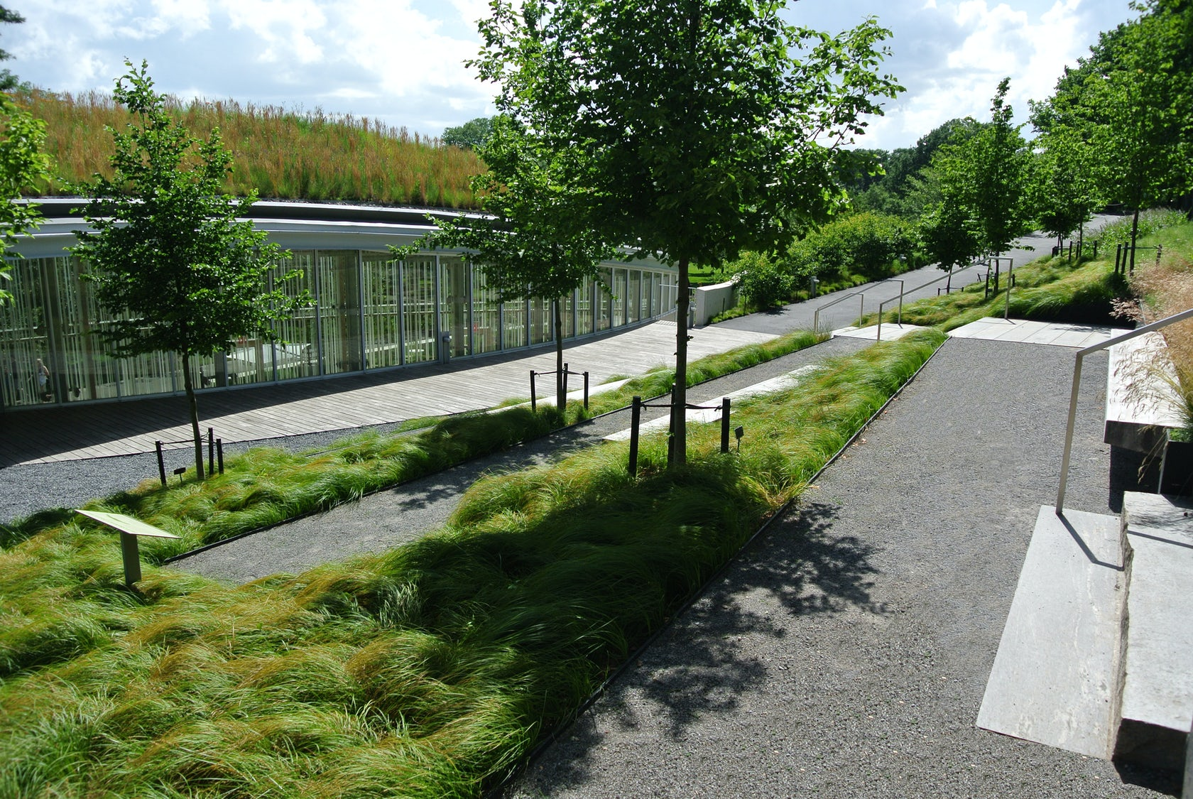 Brooklyn botanic garden visitor center living roof and landscape architizer for Brooklyn botanical garden parking