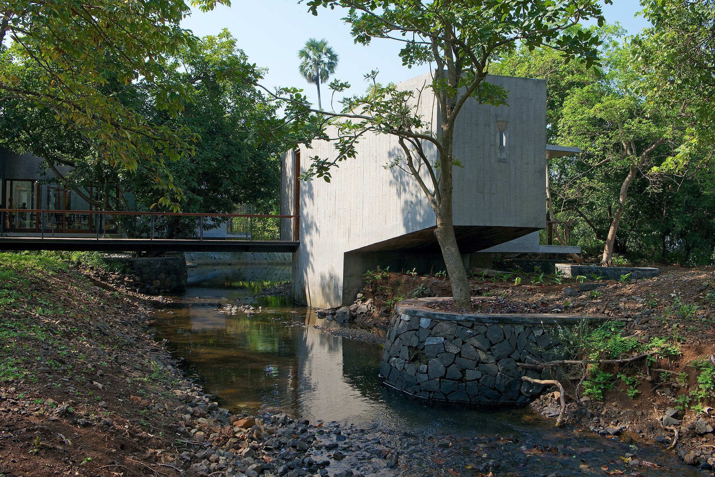 """Going With the Flow: The Natural Beauty of """"House on a Stream"""""""