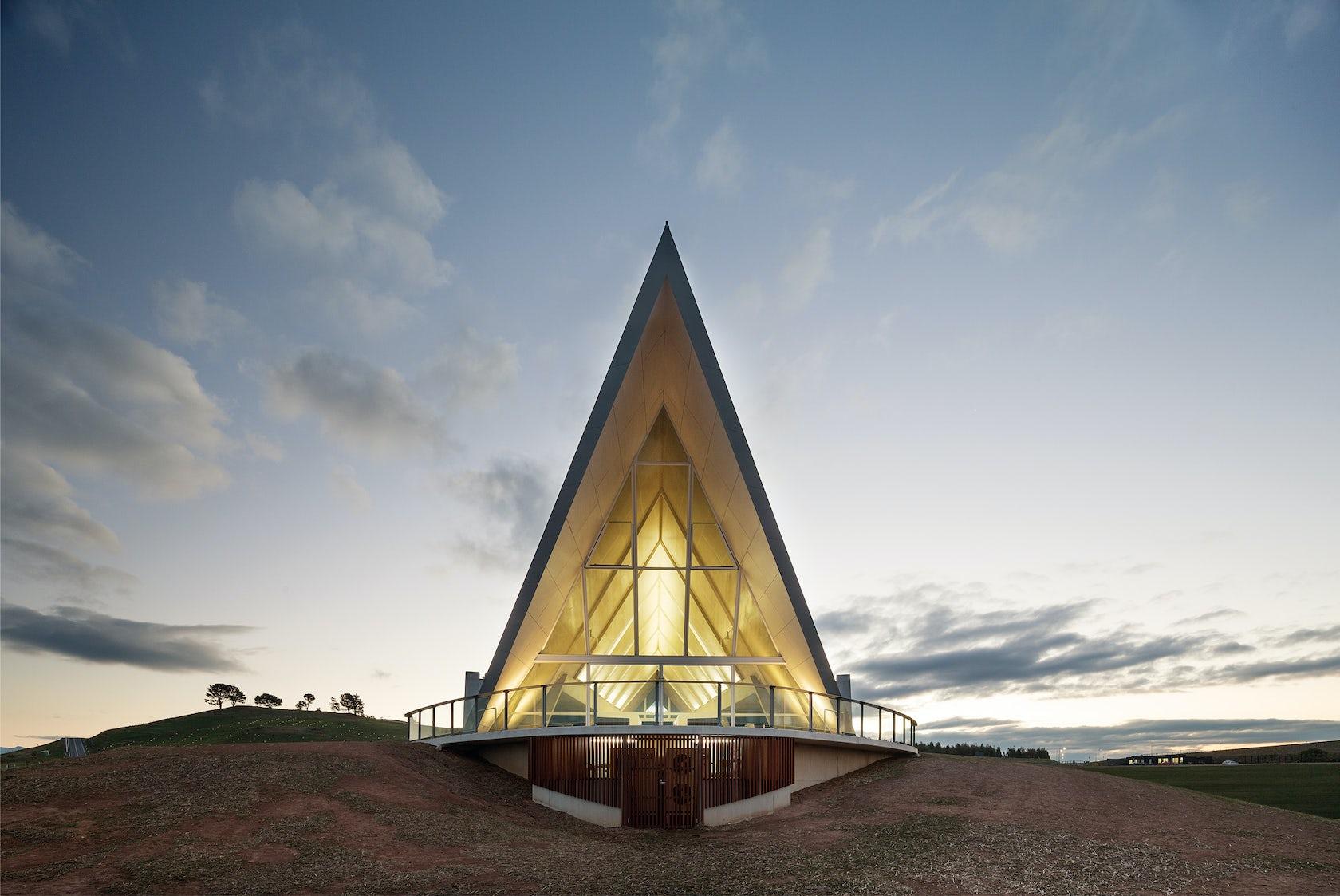 Margaret whitlam pavilion national arboretum canberra for Architecture firms canberra