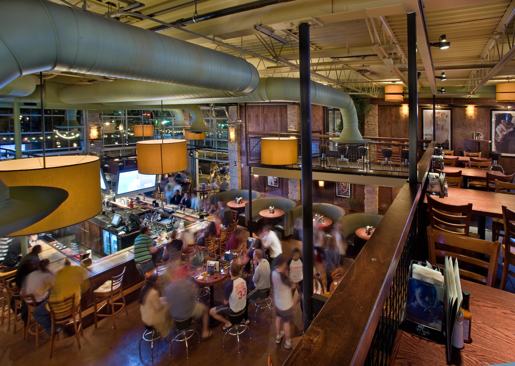 Bar Louie Arena District - Architizer