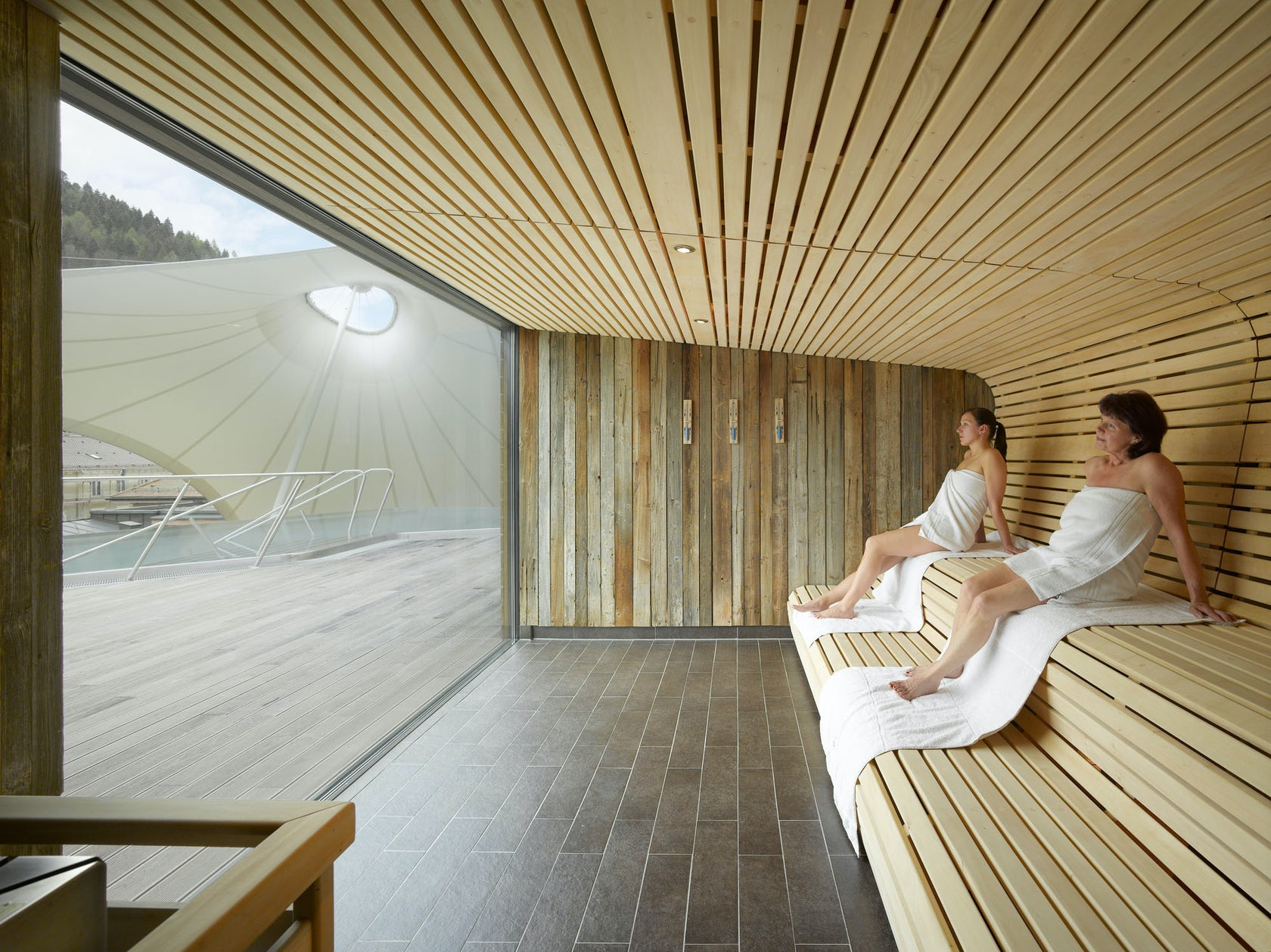 Spa and outdoor area 39 palais thermal 39 architizer for Designhotel wellness
