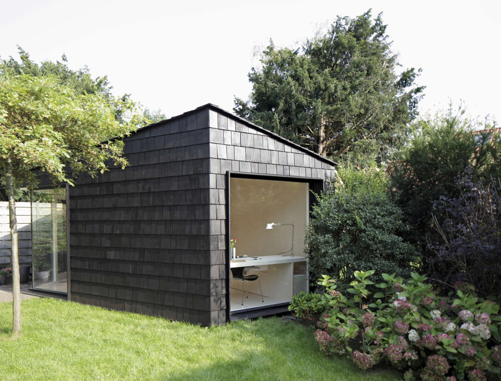 ^ 7 Backyard Workspaces hat Shed Light on Working from Home ...
