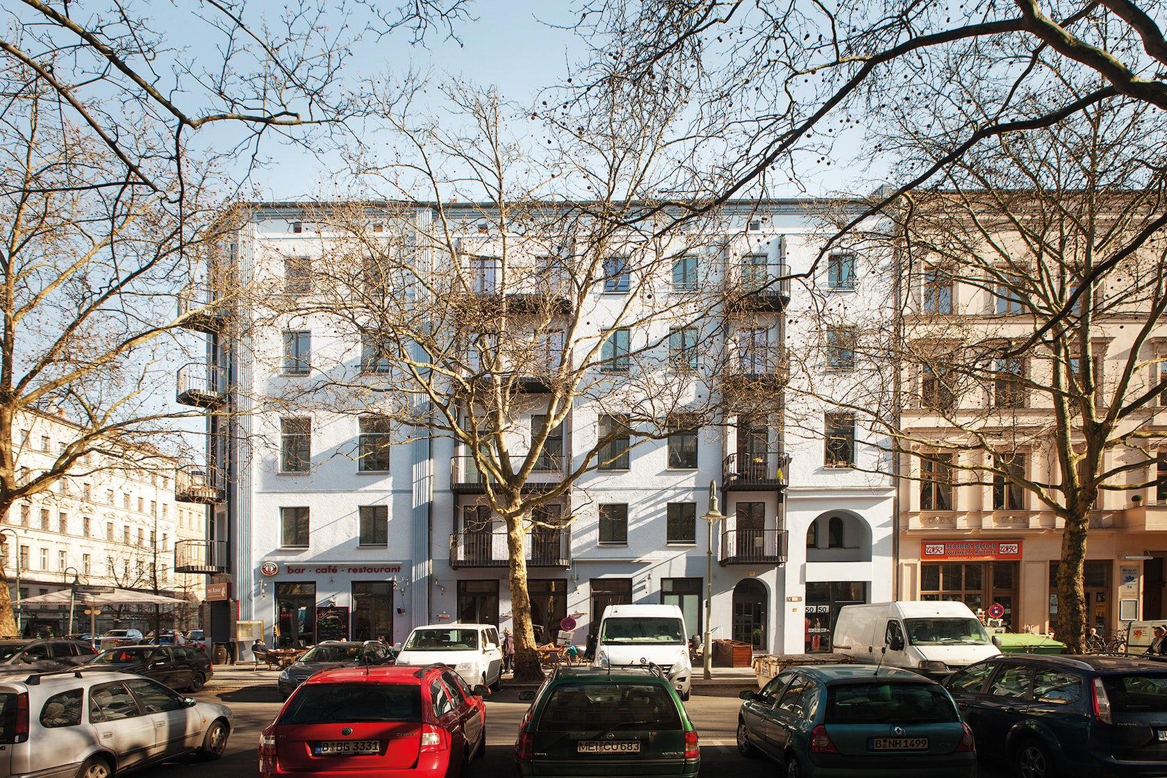 Mehrfamilienhaus am kollwitzplatz in berlin architizer for Mehrfamilienhaus berlin