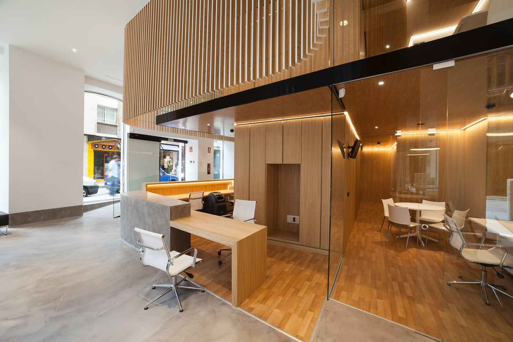 Arquia bank office architizer for Oficina qualitas auto barcelona