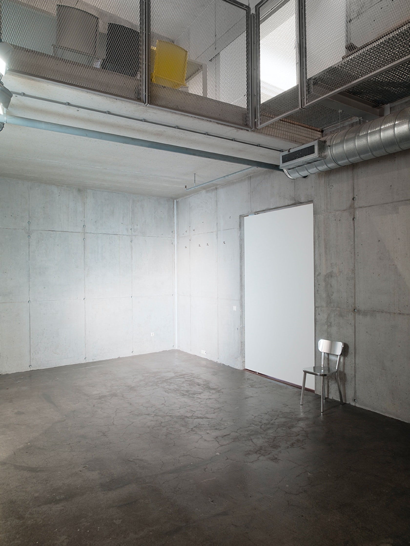 PIVOT DOOR VOS INTERIEUR on Architizer