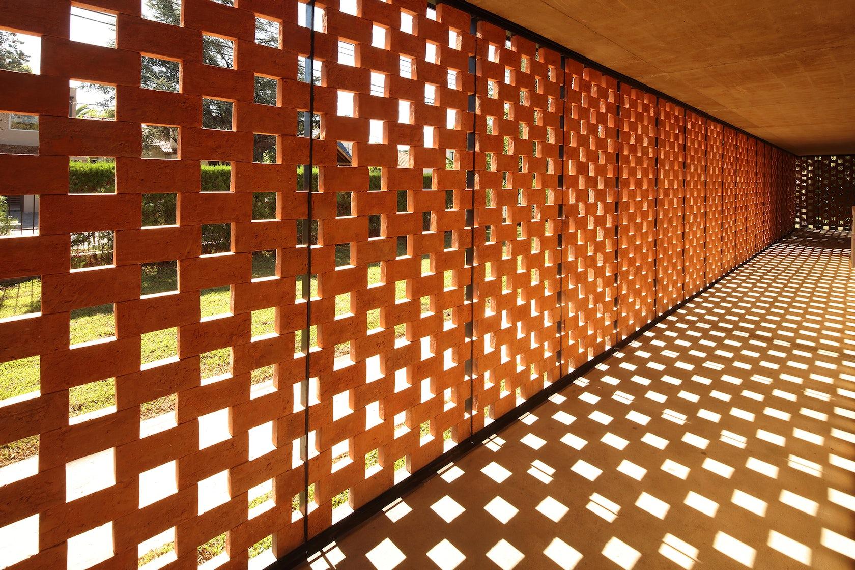 Experimental brick pavilion architizer - Casas de ladrillo visto ...