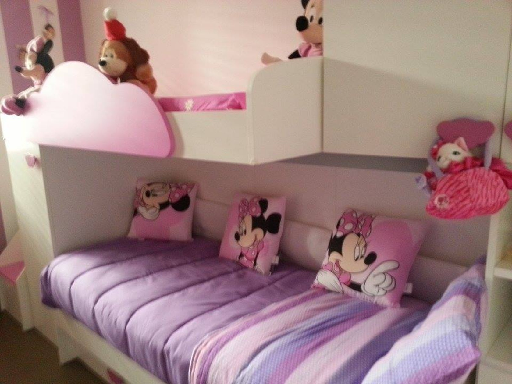 Cameretta bambini rosa lilla e bianco architizer for Cameretta rosa