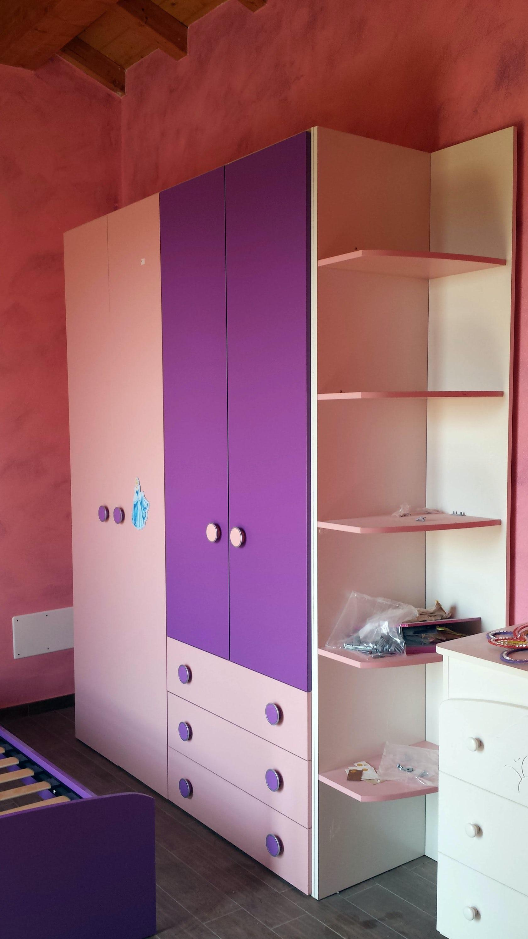 Cameretta in mansarda viola e rosa architizer - Cameretta in mansarda ...