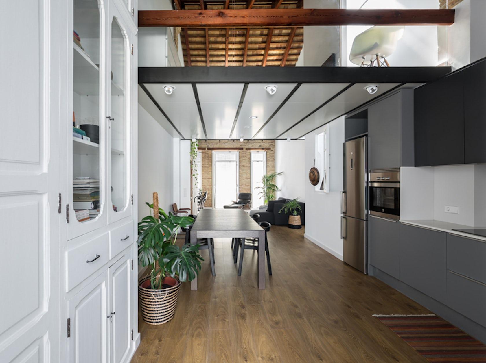 Loft renovation in 39 el caba al 39 architizer - Casas estrechas y largas ...