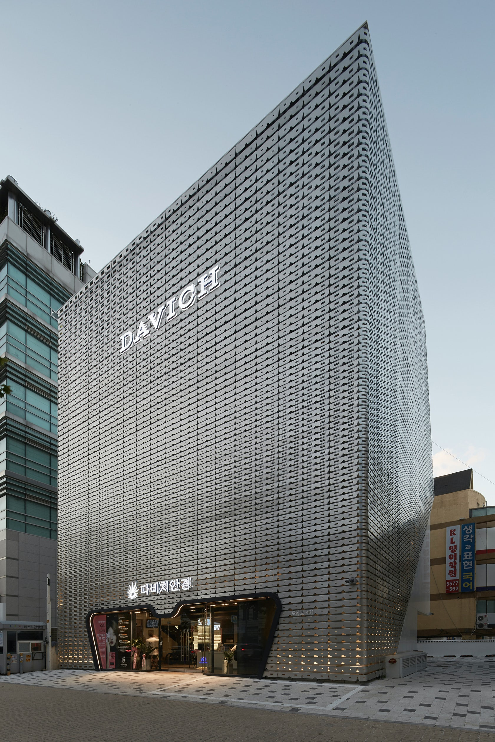 Curved Polycarbonate Facade