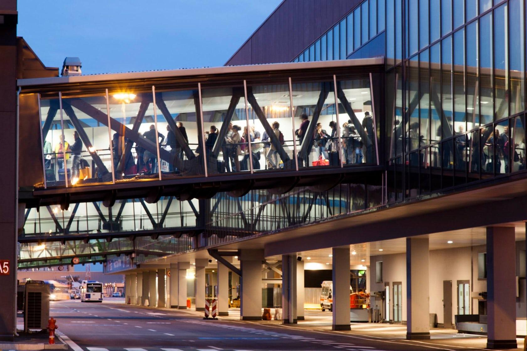 Airport Orio Al Serio : Bergamo orio al serio airport passenger terminal