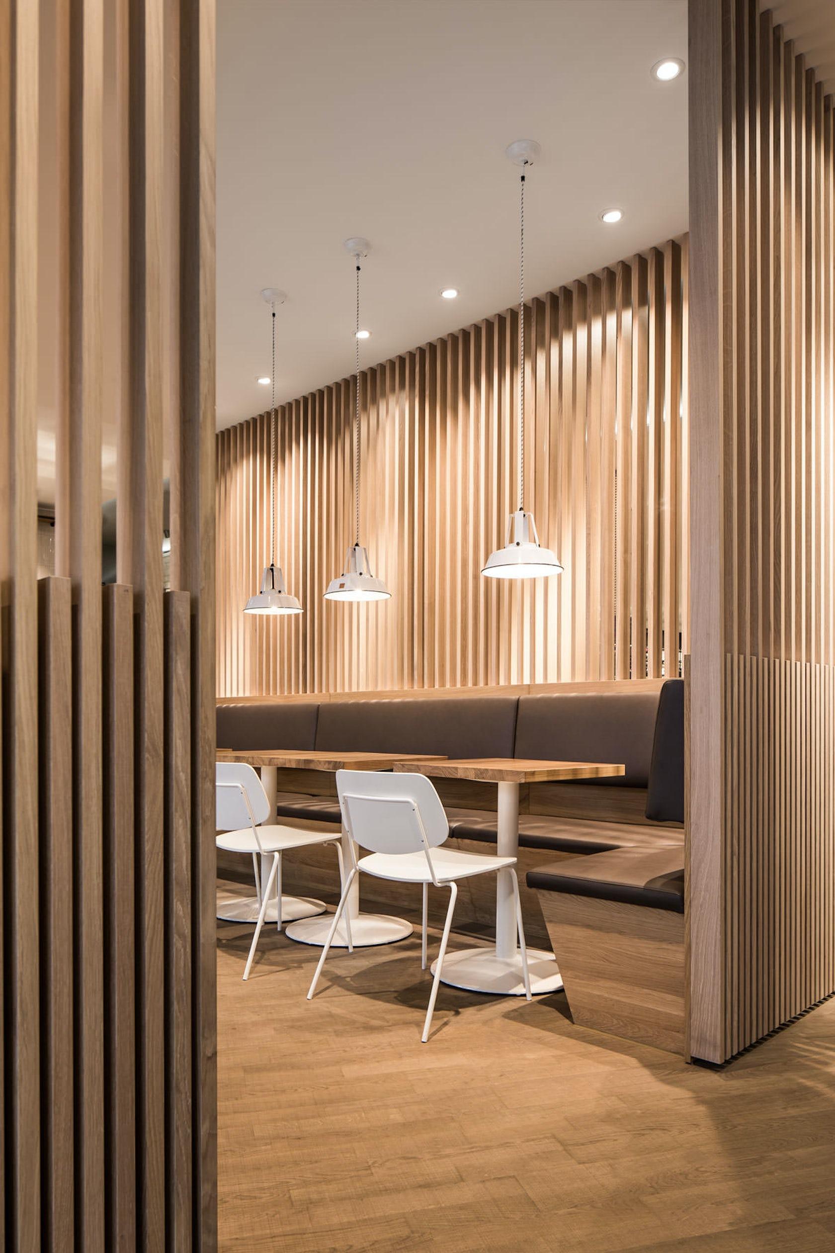 interieur mit holz lamellen haus design bilder möbelideen cool ...