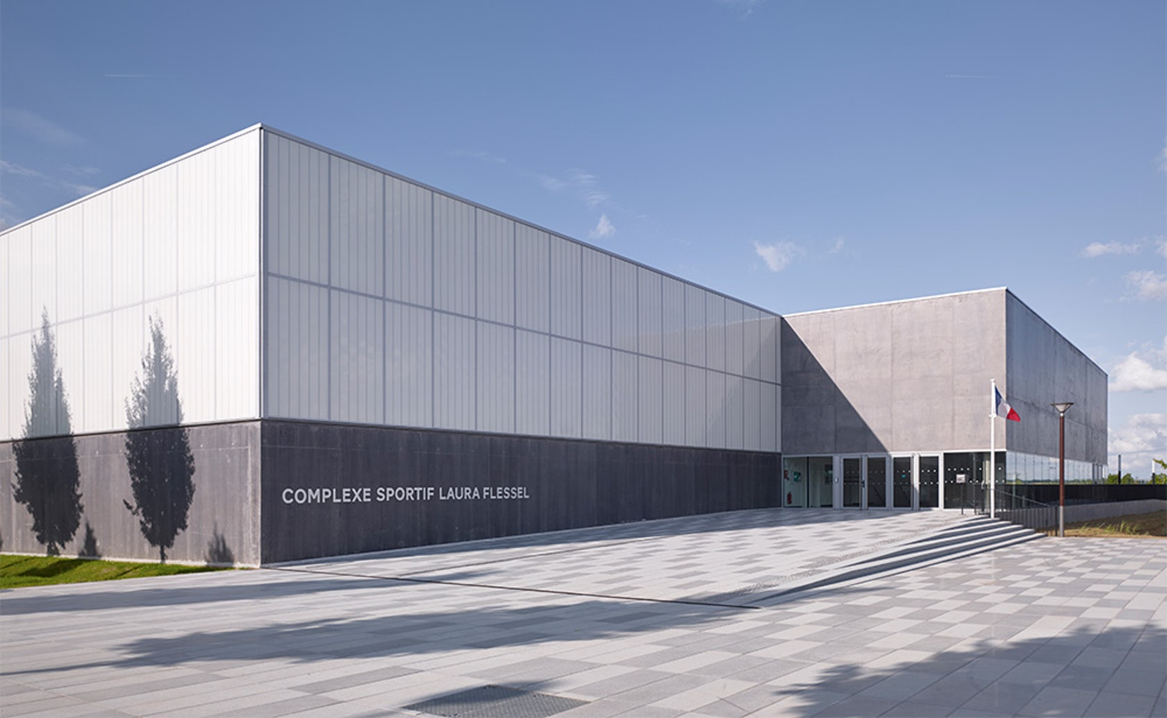Sports complex in bussy saint georges architizer for Garage auto bussy saint georges