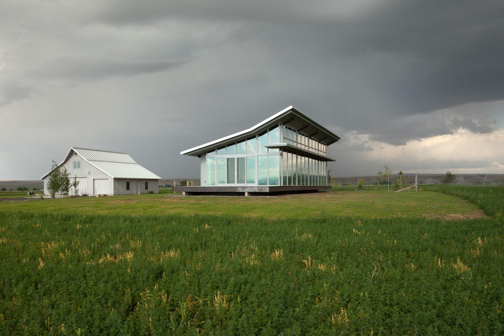 Glass farmhouse architizer for Tye river cabin co