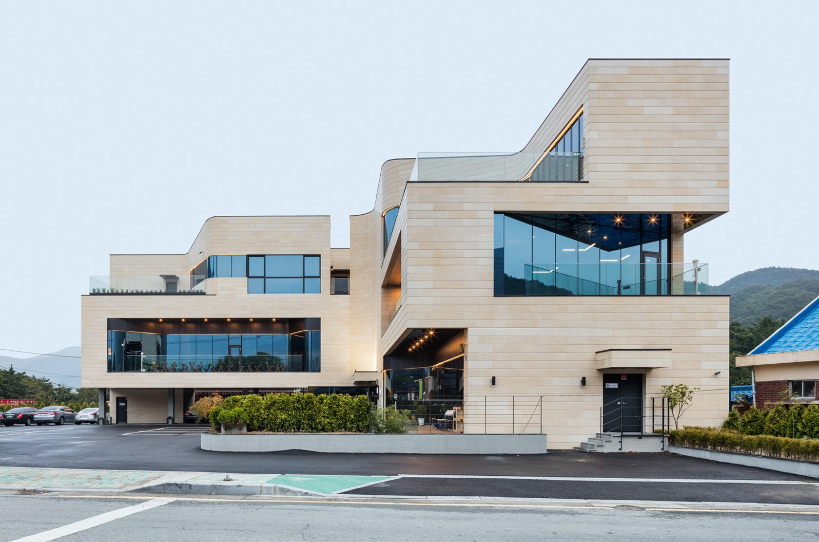 JOHO Architecture On Architizer - Curving house joho architecture
