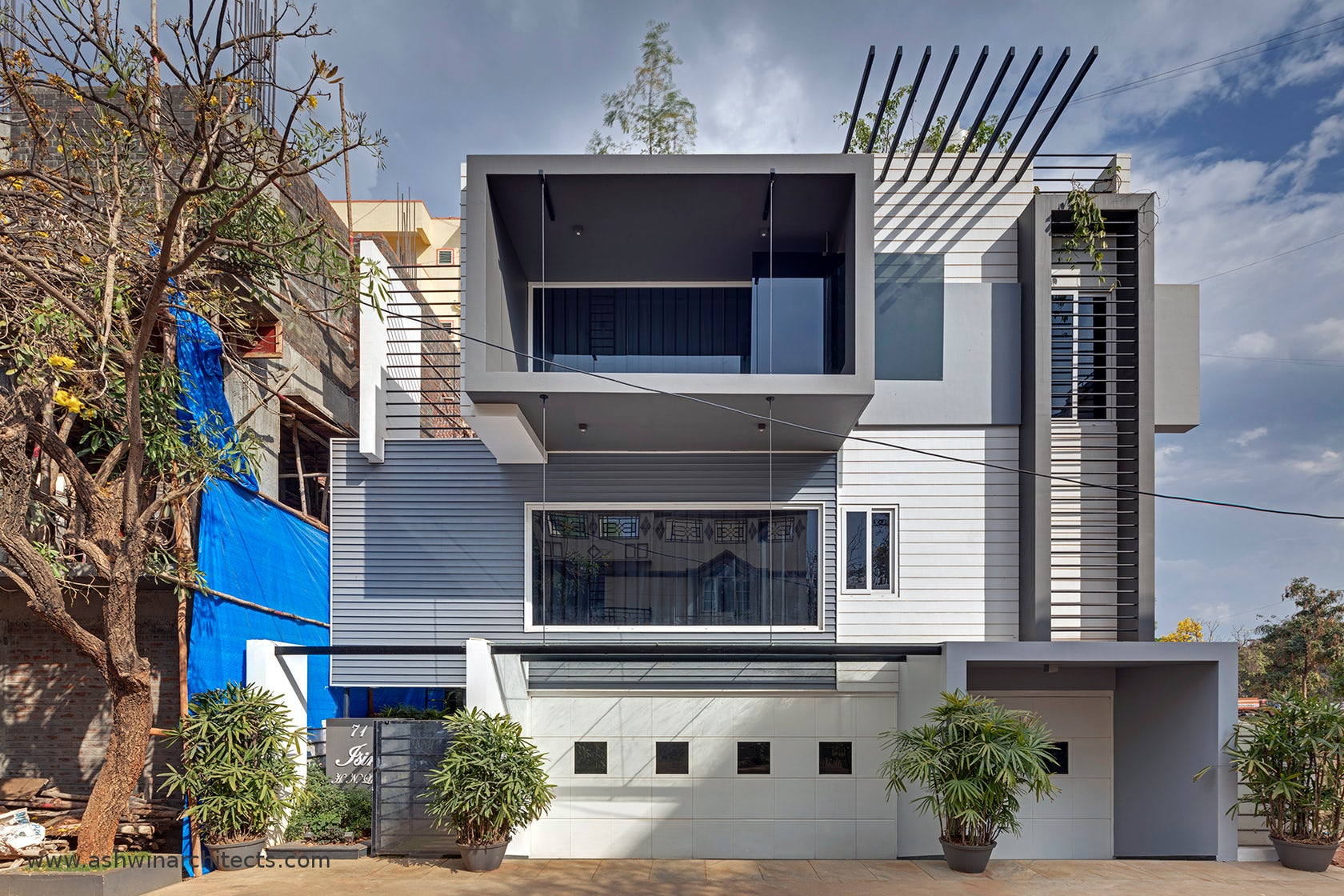 Isiri The Attractive 60x40 Modern House On Architizer