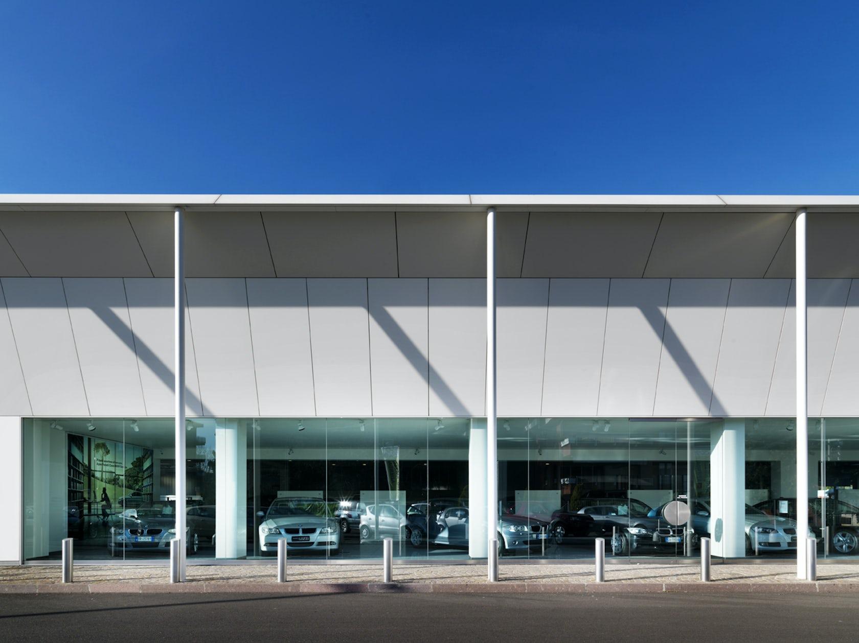 Edificio commerciale fratelli cozzi auto architizer for Vetreria airoldi