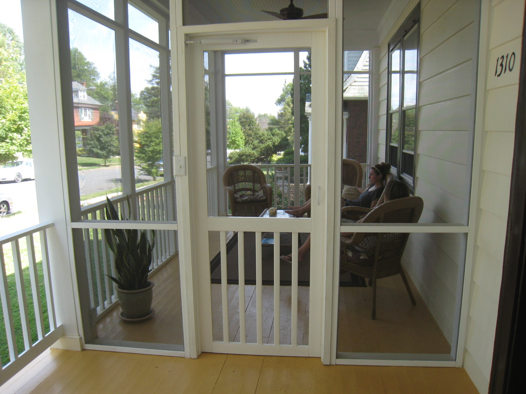 Screened porch architizer for Screened front entry