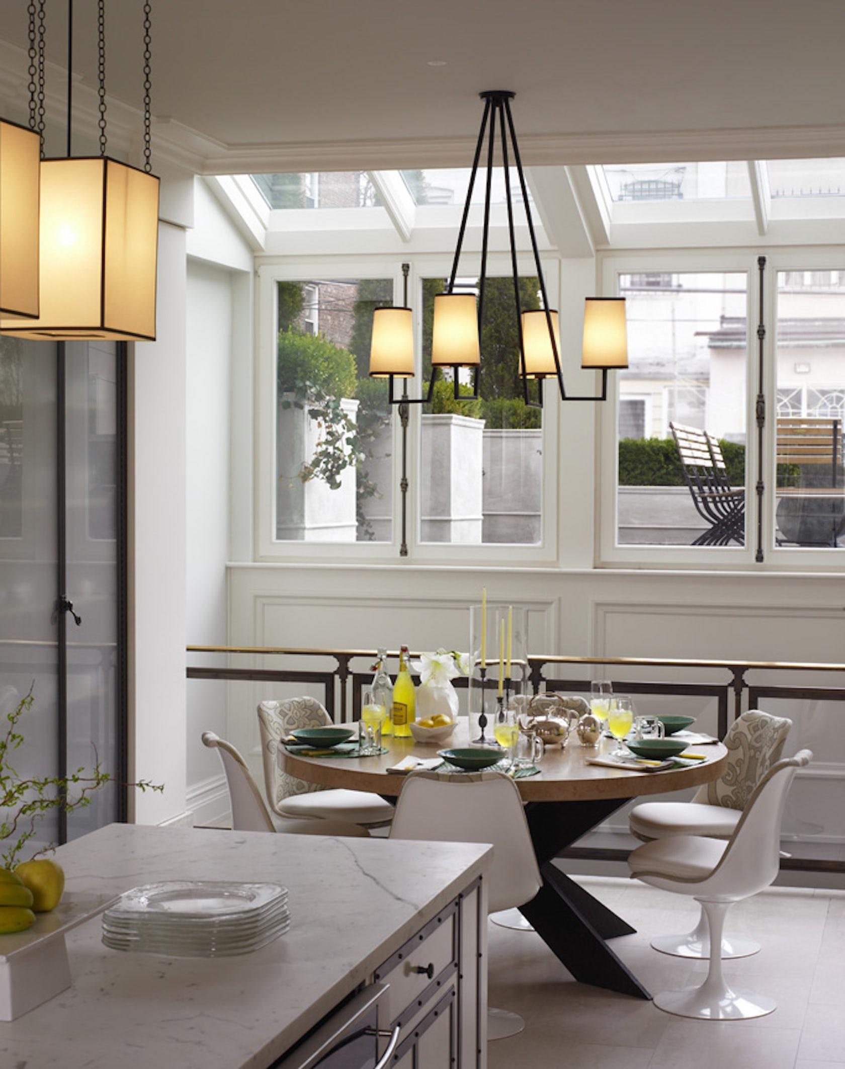 Parisian style townhouse architizer for Como disenar un comedor