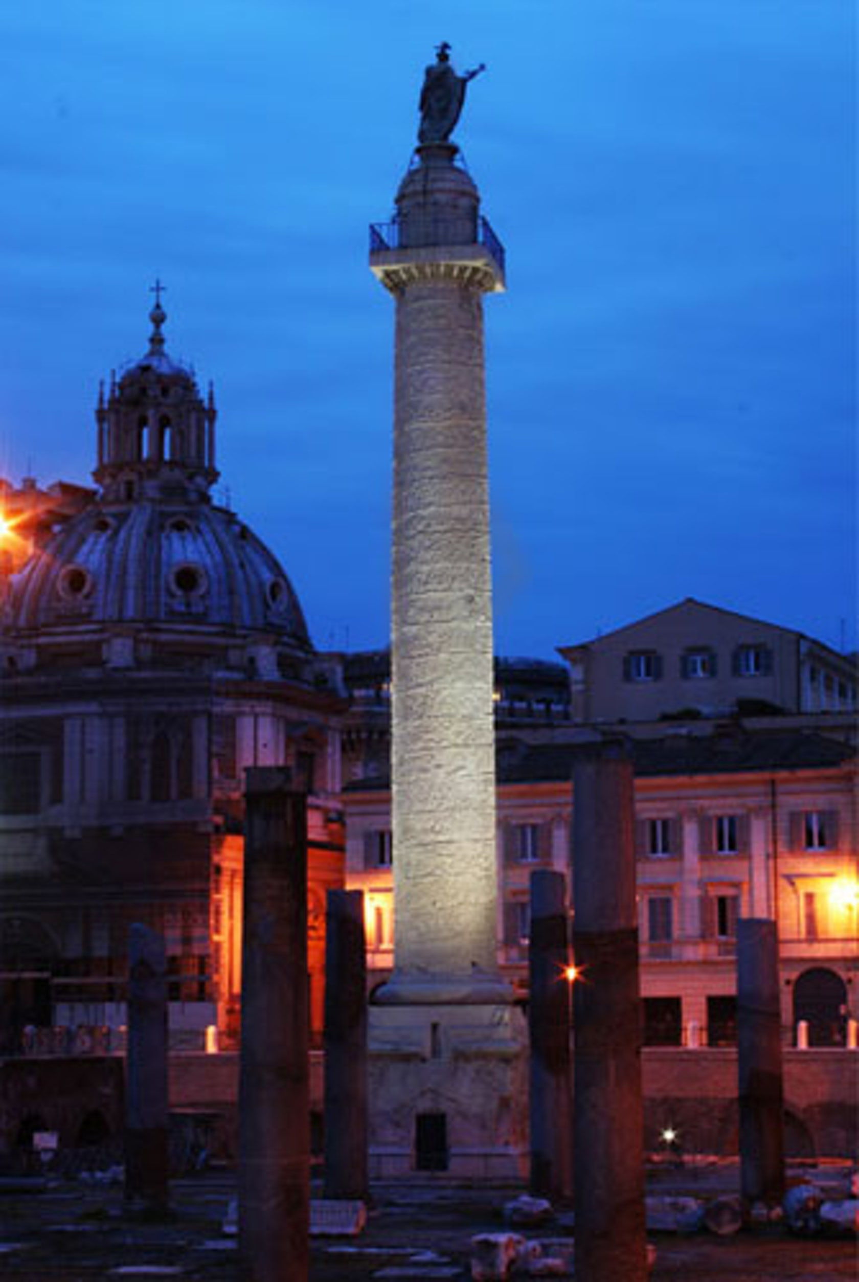 Colonna traiana temporary lighting event architizer for Temporary office roma
