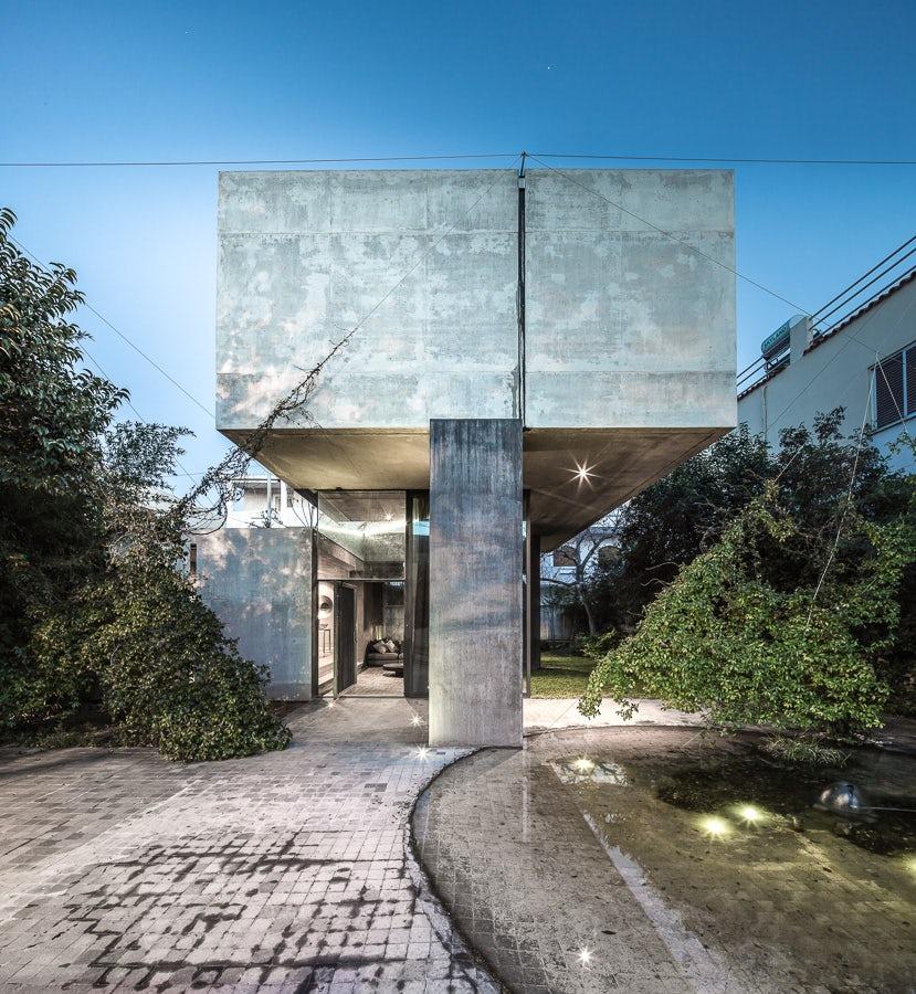 Aegean Concrete: 8 Greek Homes Rethinking the Vernacular