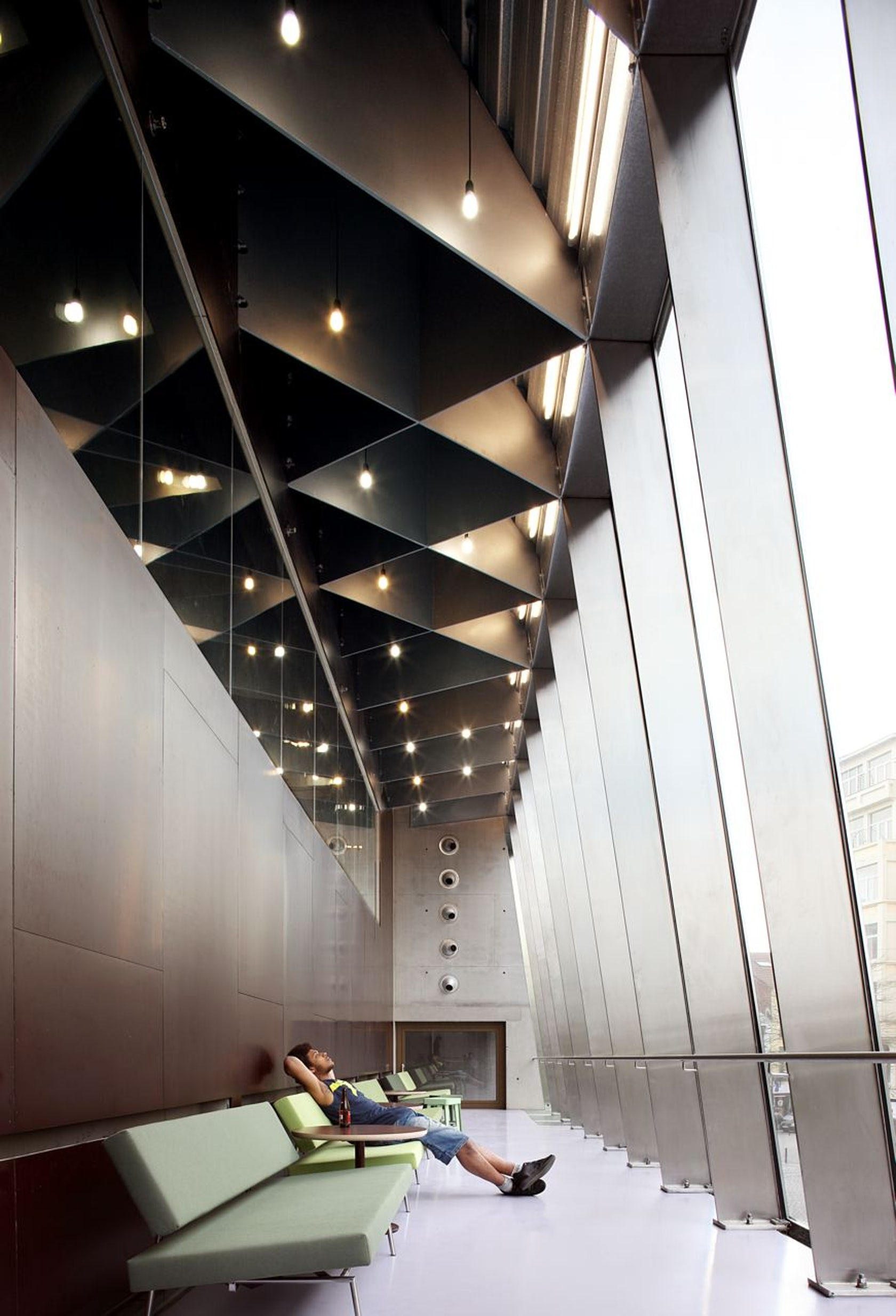 Bronks jeugdtheater architizer for Interior architectural lighting