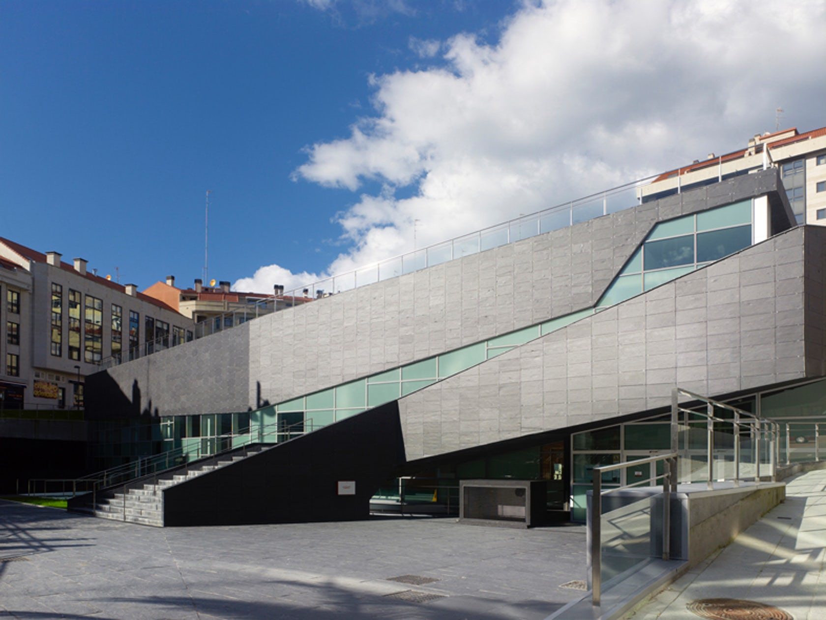 Sport complex and swimming pool in la florida vigo spain - Estudios arquitectura coruna ...