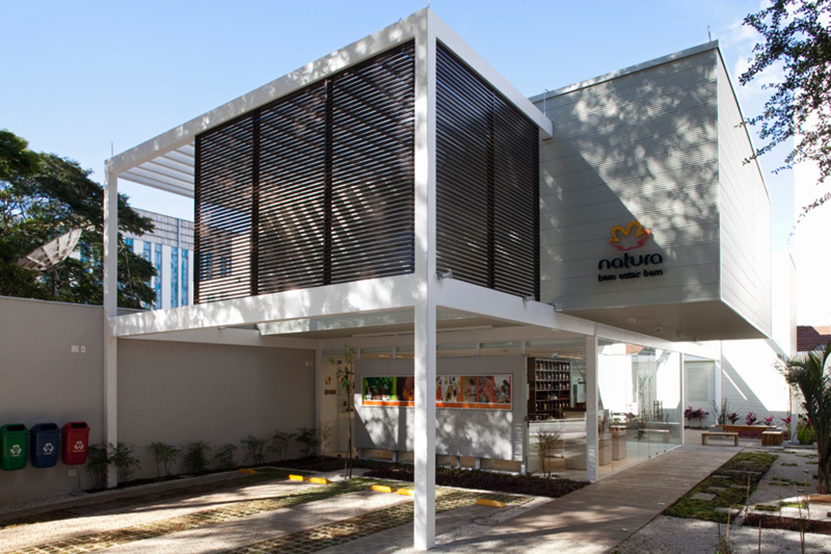 Natura s showroom santo andr architizer - Casa estructura metalica ...