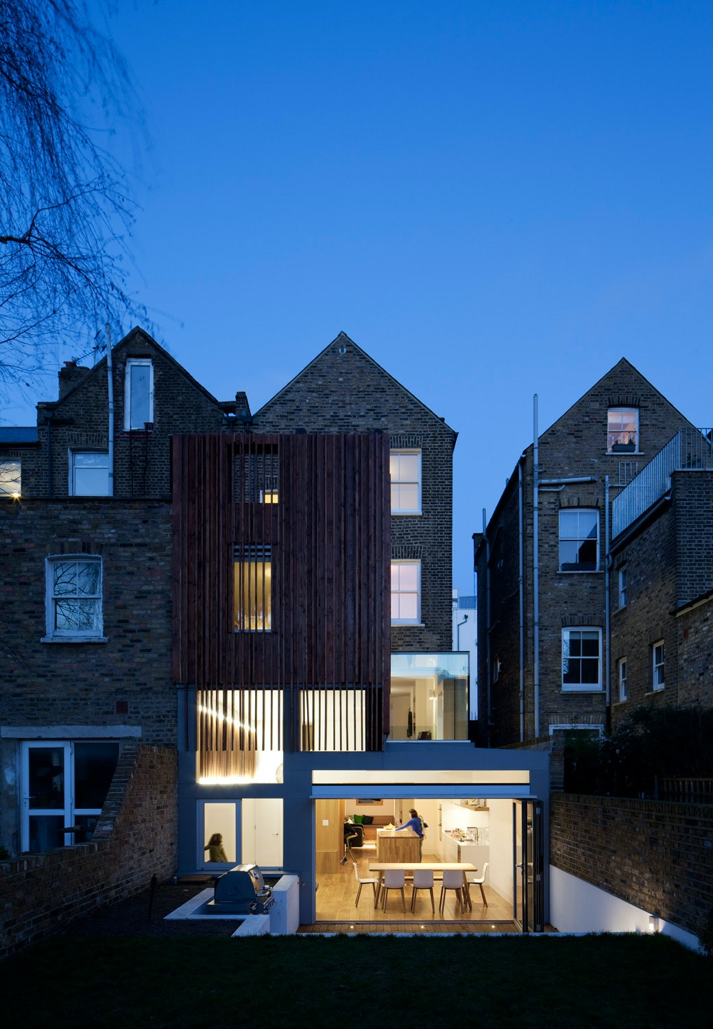 Historic in the Front, Modern in the Back: 8 London Townhouse Extensions