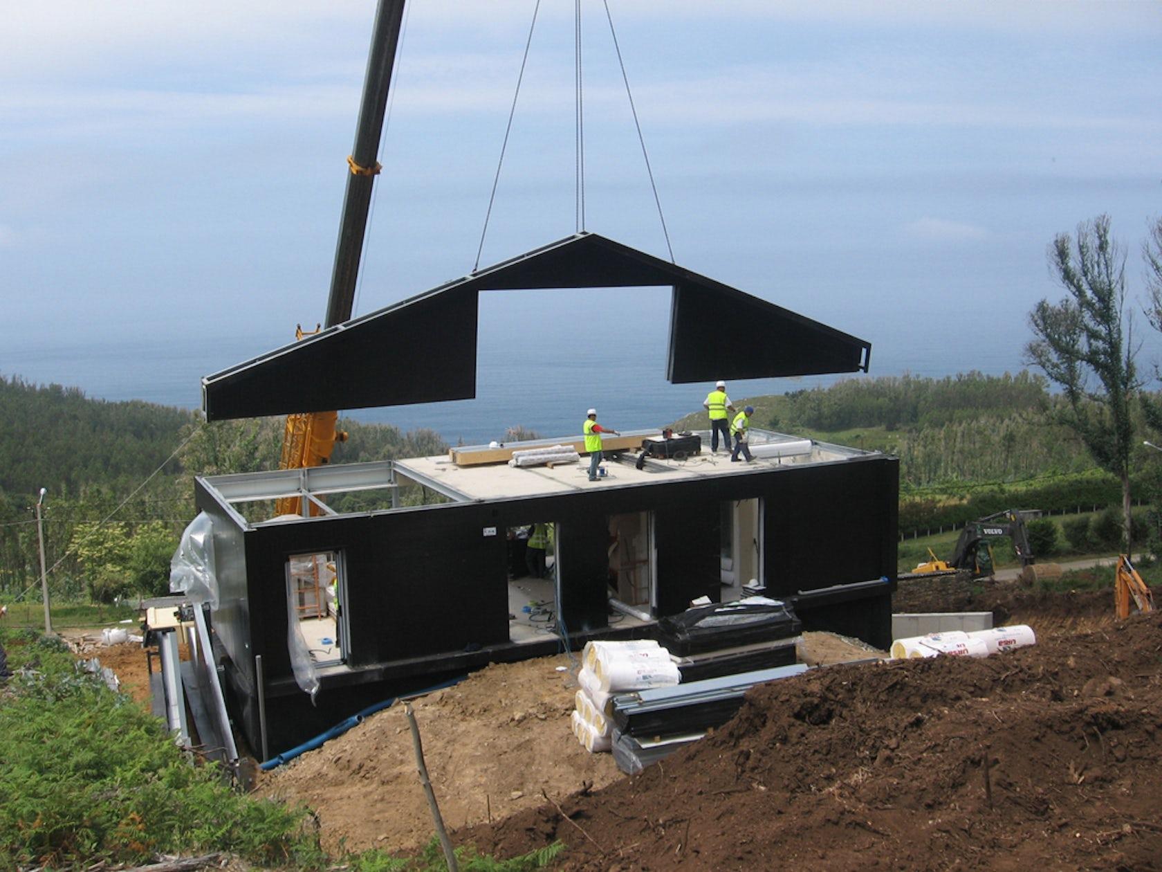 Prefab house in cedeira architizer for Casetta prefabbricata cemento