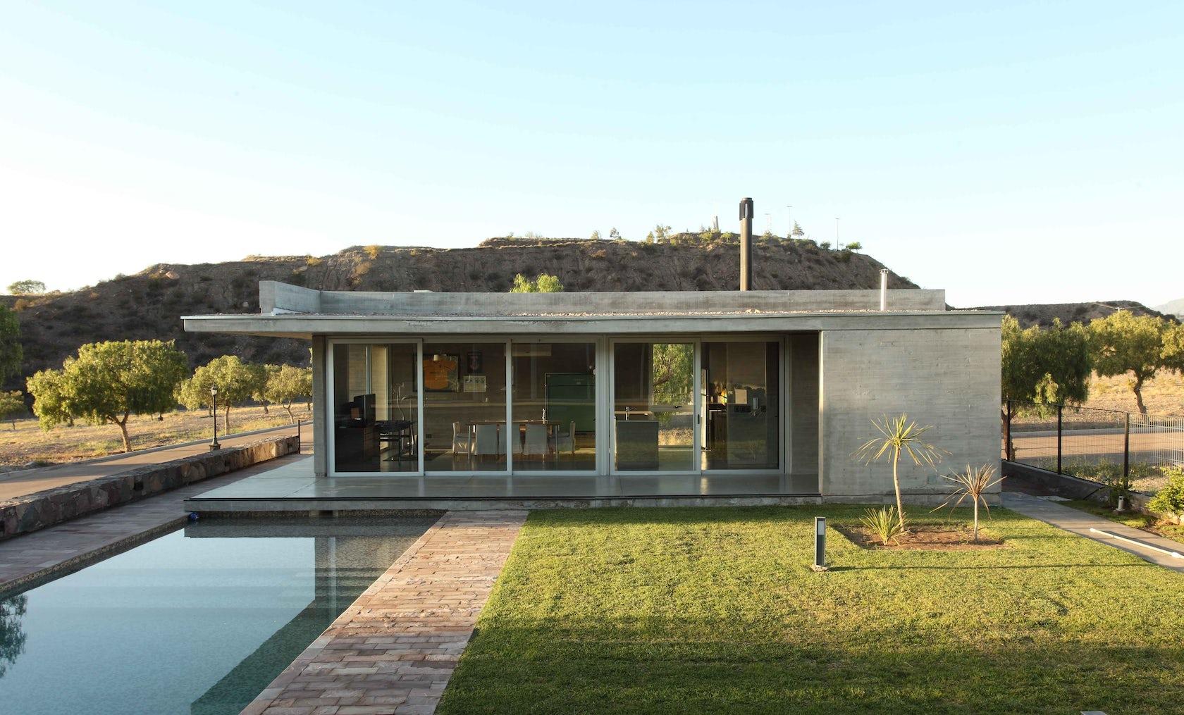 Sobrino house architizer for Construccion de casas minimalistas en argentina