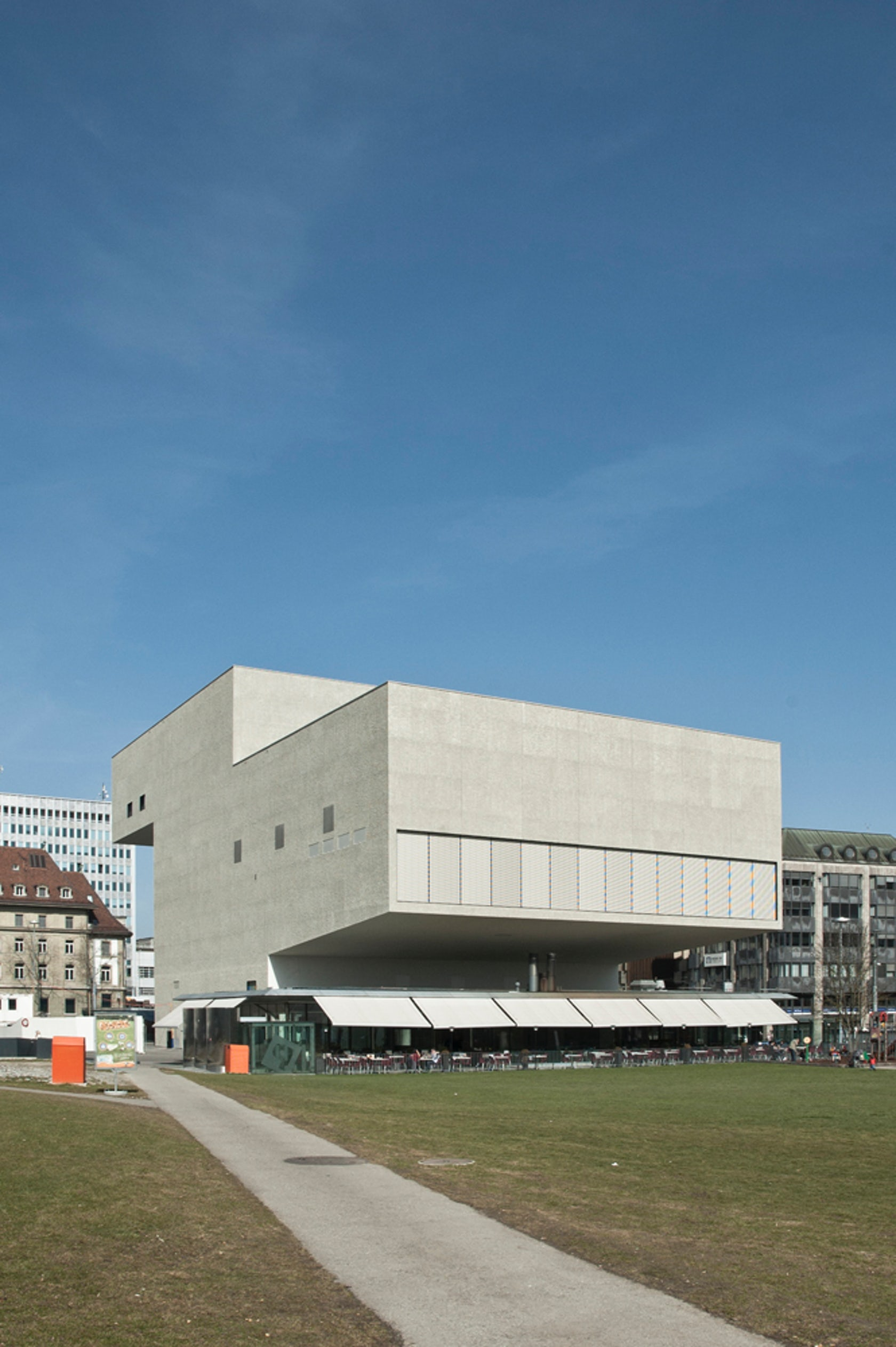 New theater equilibre architizer for Architecture equilibre