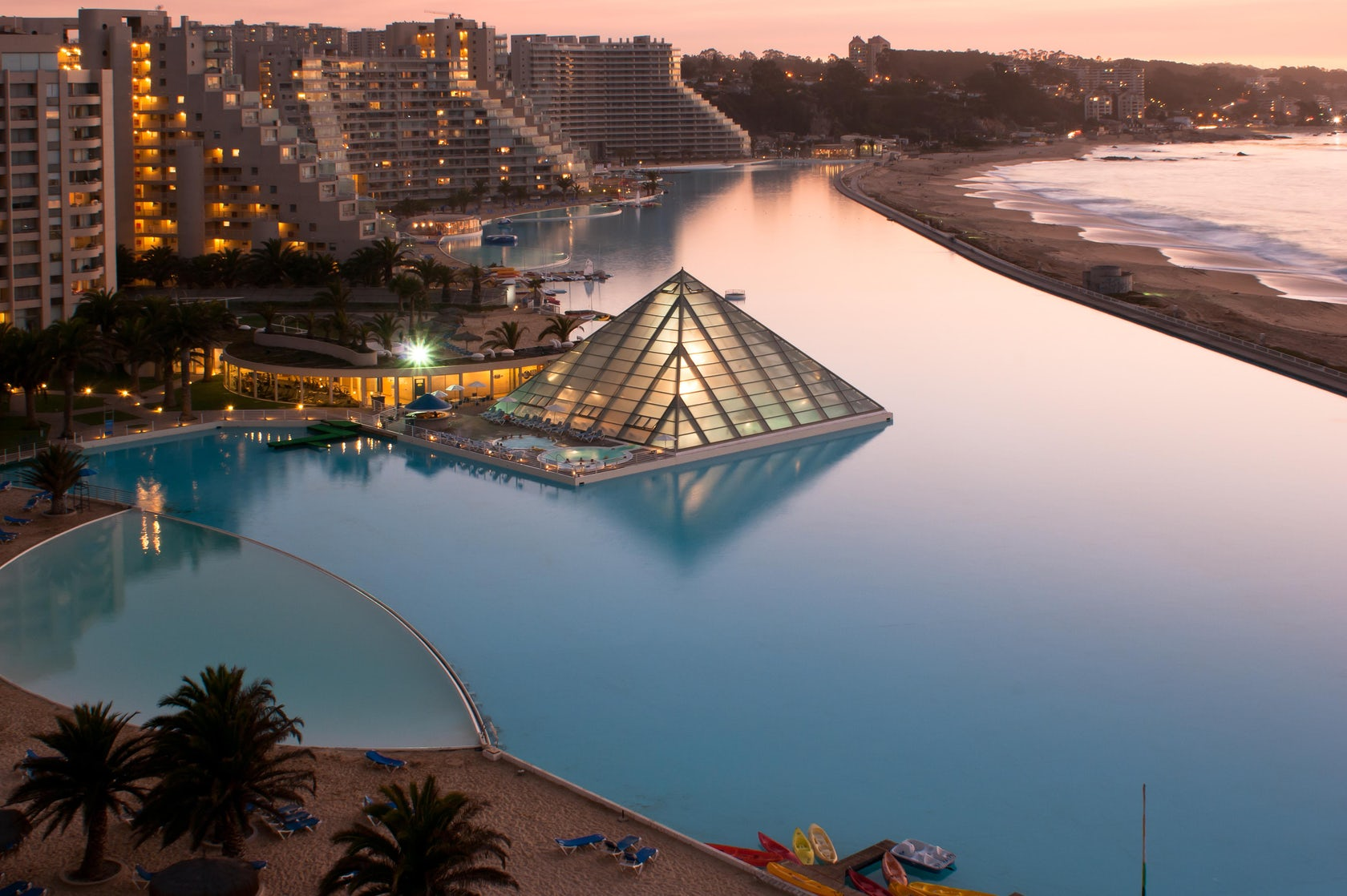 San alfonso del mar beach resort architizer for Les piscines