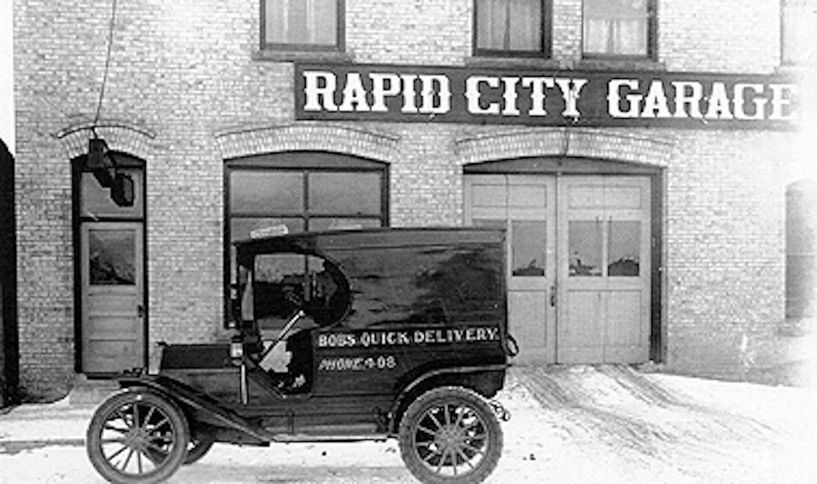 Rapid city garage architizer for Garage auto city cadaujac
