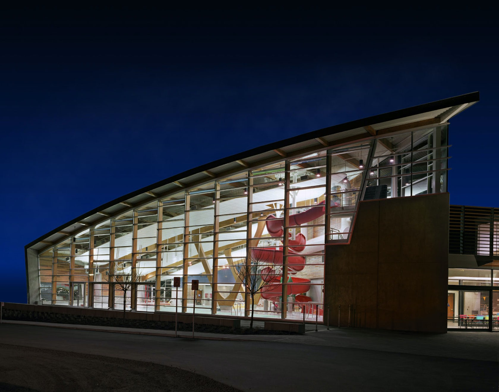 West vancouver aquatic centre architizer for Swimming pools public vancouver