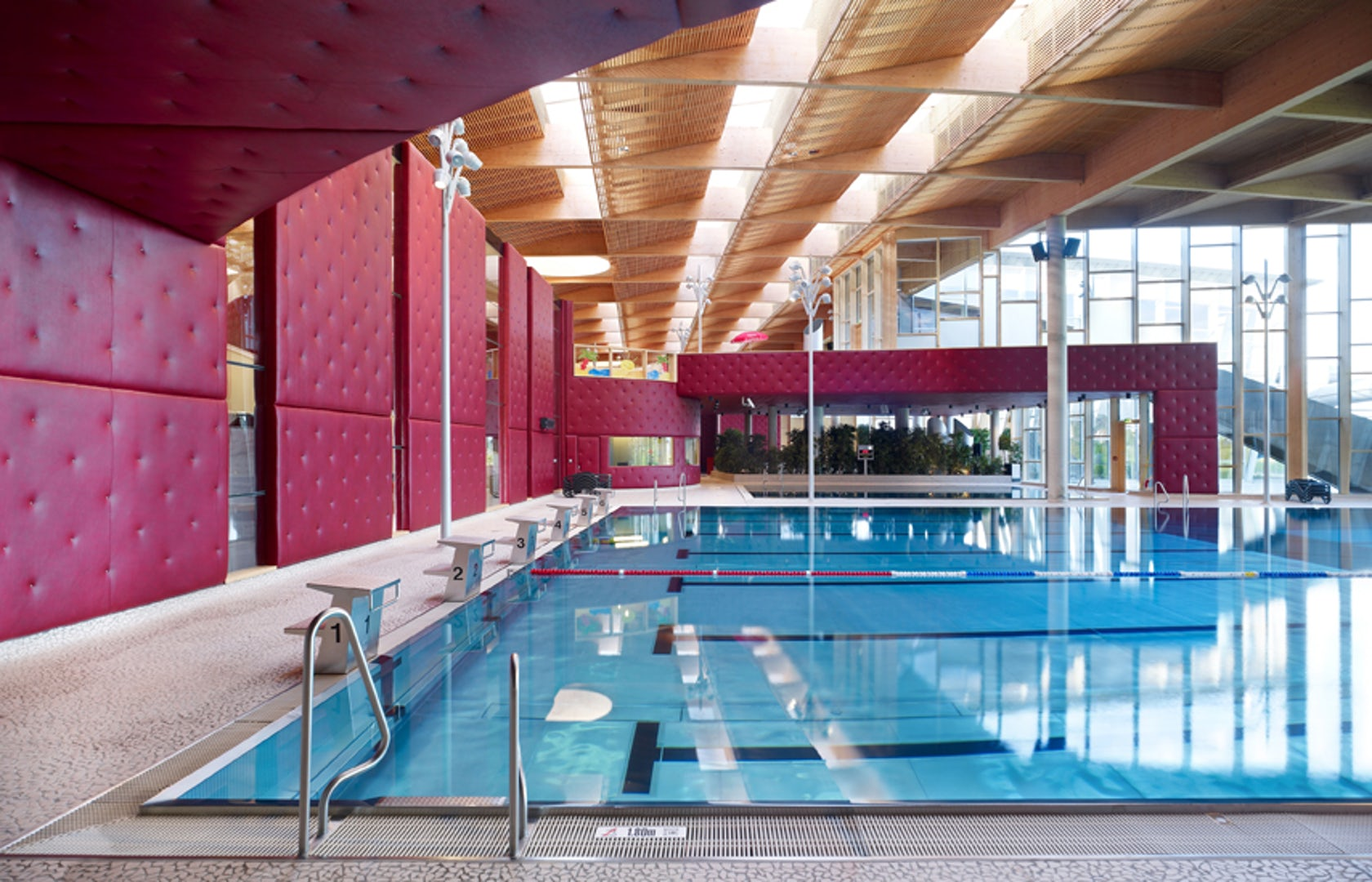 Les thermes leisure centre architizer for Swimming pool luxembourg kirchberg