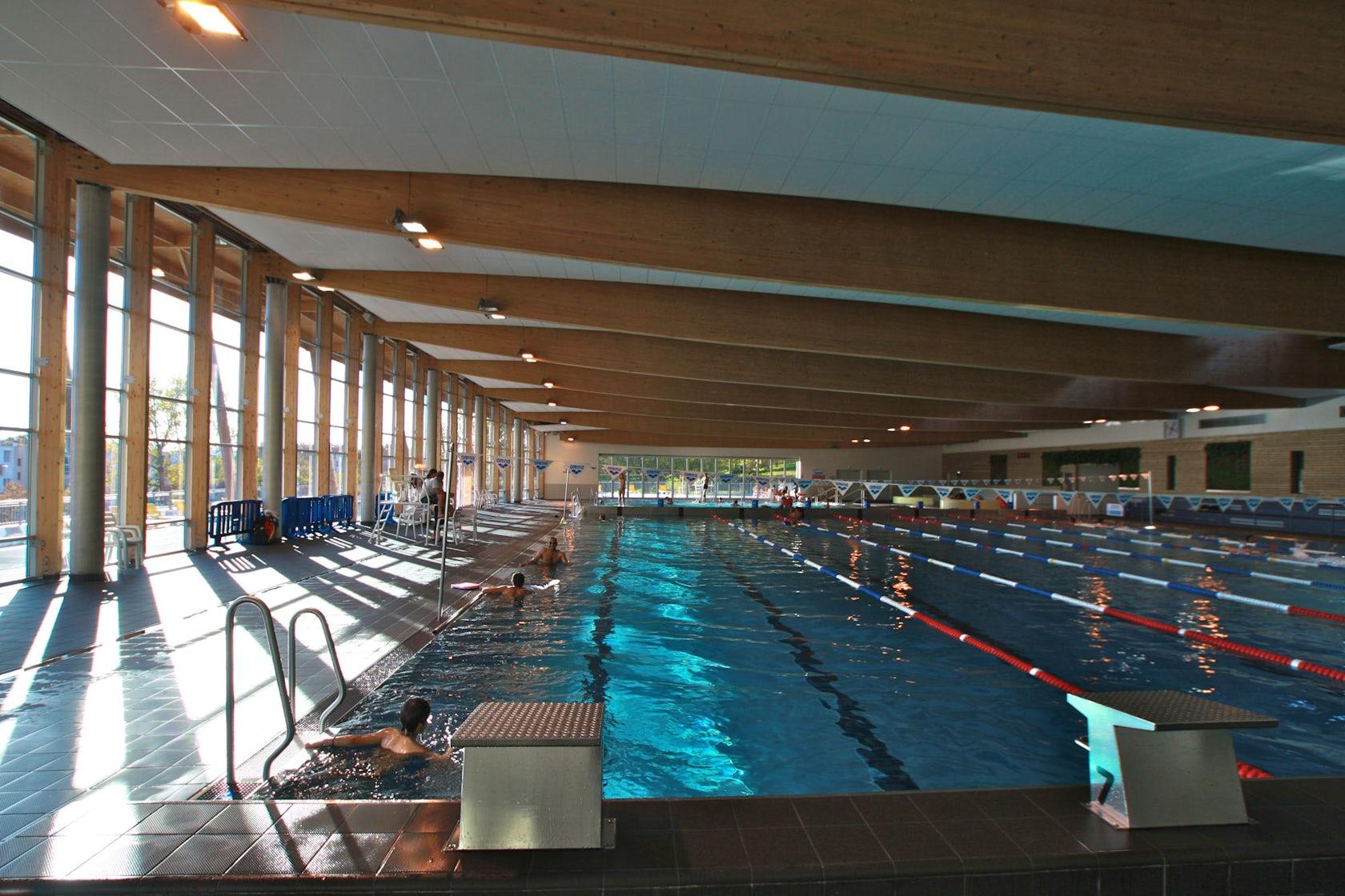 Bayonne aquatic center architizer - Piscine de lauga bayonne ...