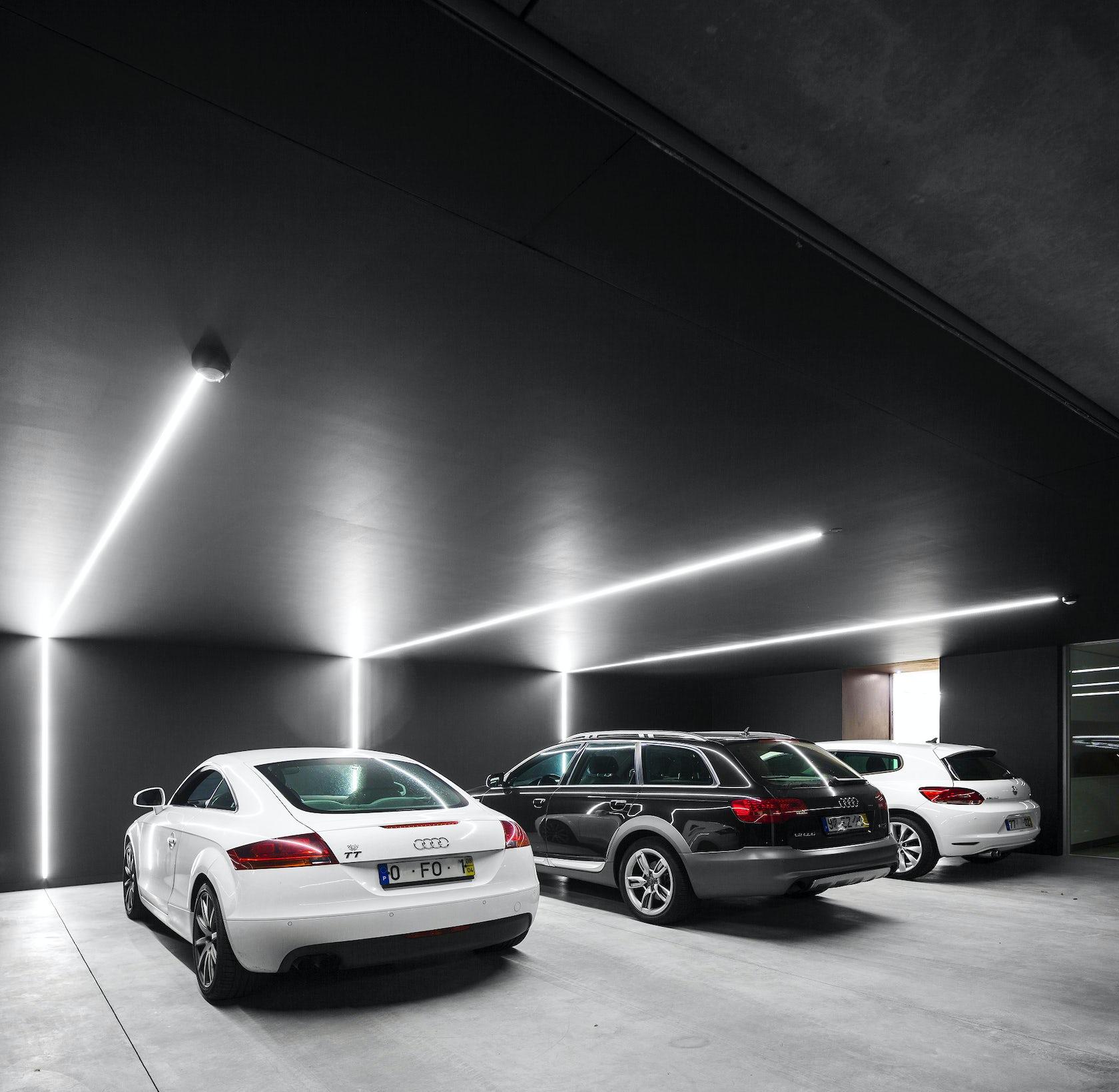 Garage Journal Lights: Sambade House