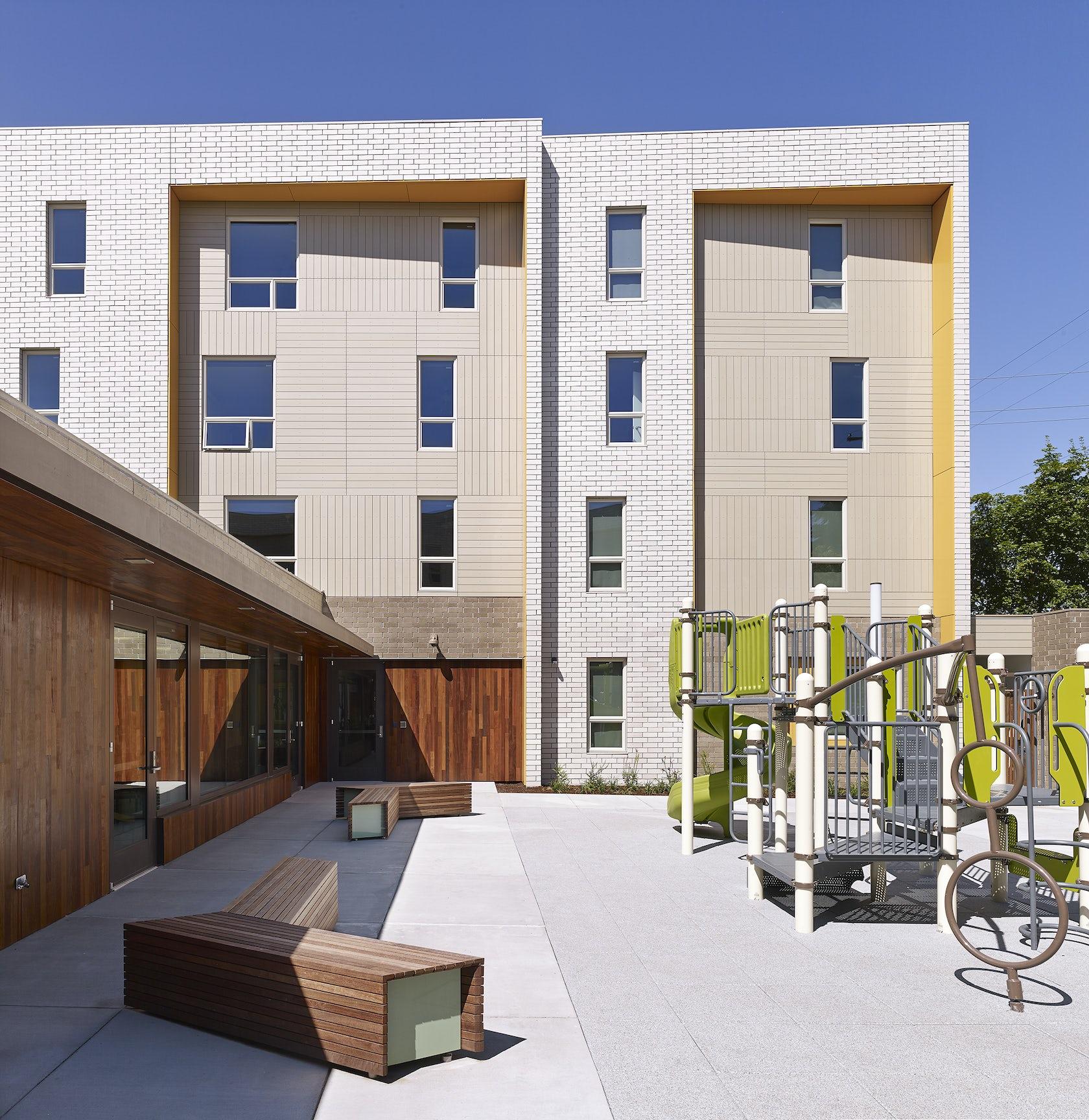 Street Housing: Beech Street Apartments / LifeWorks NW