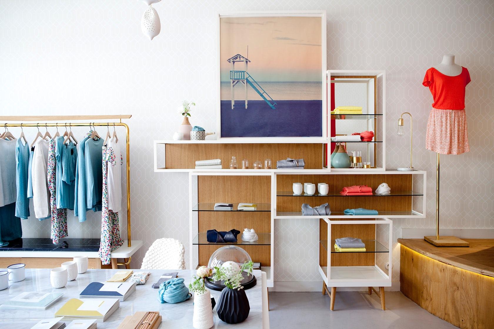 marie sixtine store design visual merchandising. Black Bedroom Furniture Sets. Home Design Ideas