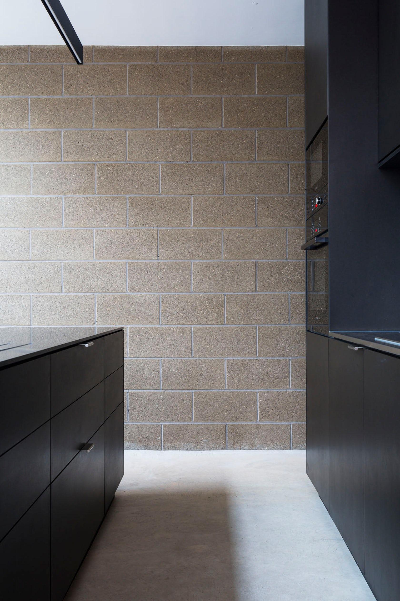 Block house architizer - Painting interior concrete walls ...