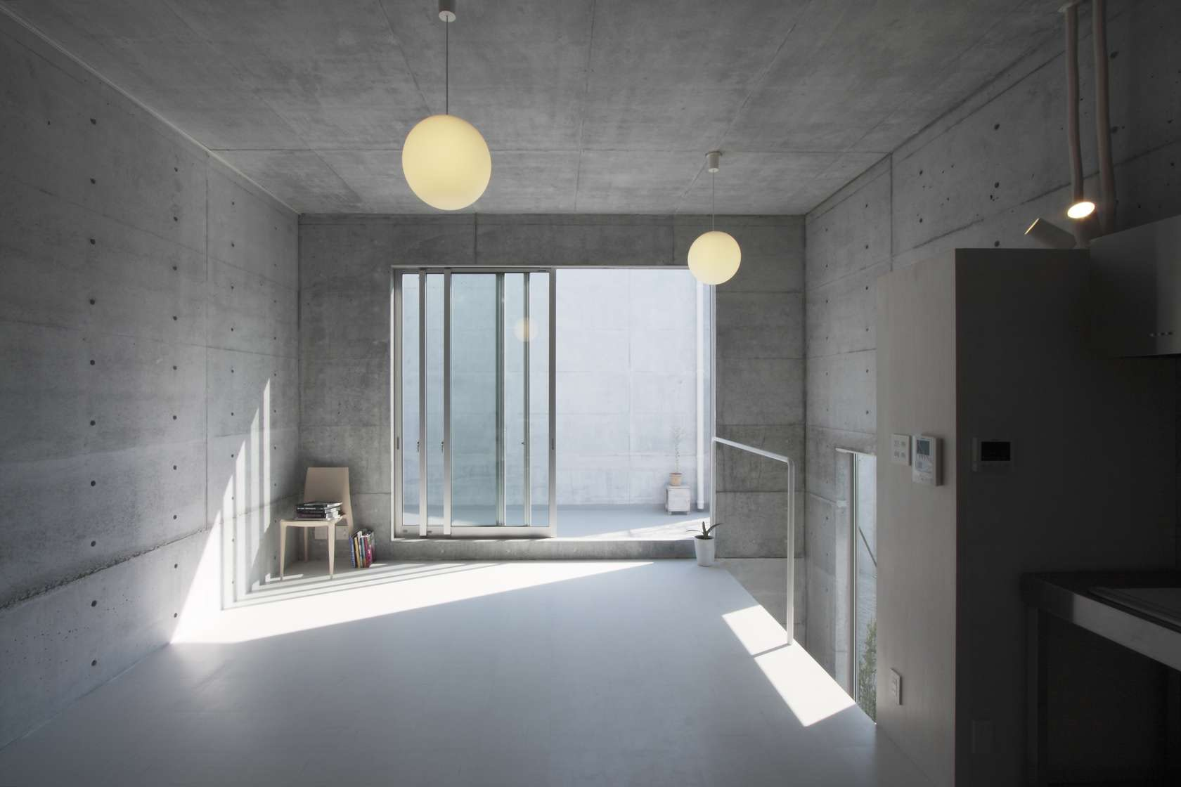 Full Exposure: 7 Japanese Homes With Raw Concrete Interiors