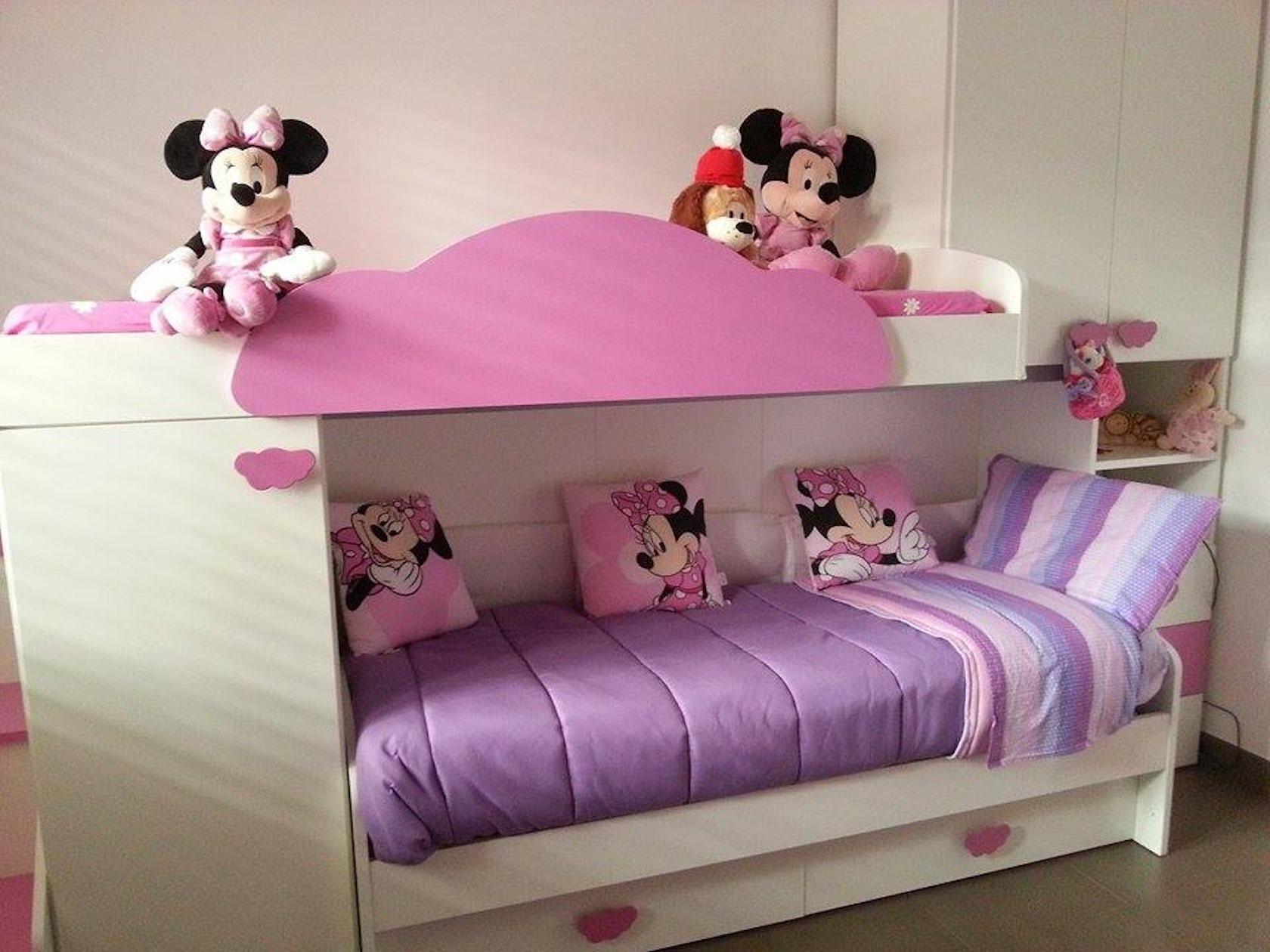 Cameretta bambini rosa lilla e bianco architizer for Scrivanie angolari per camerette