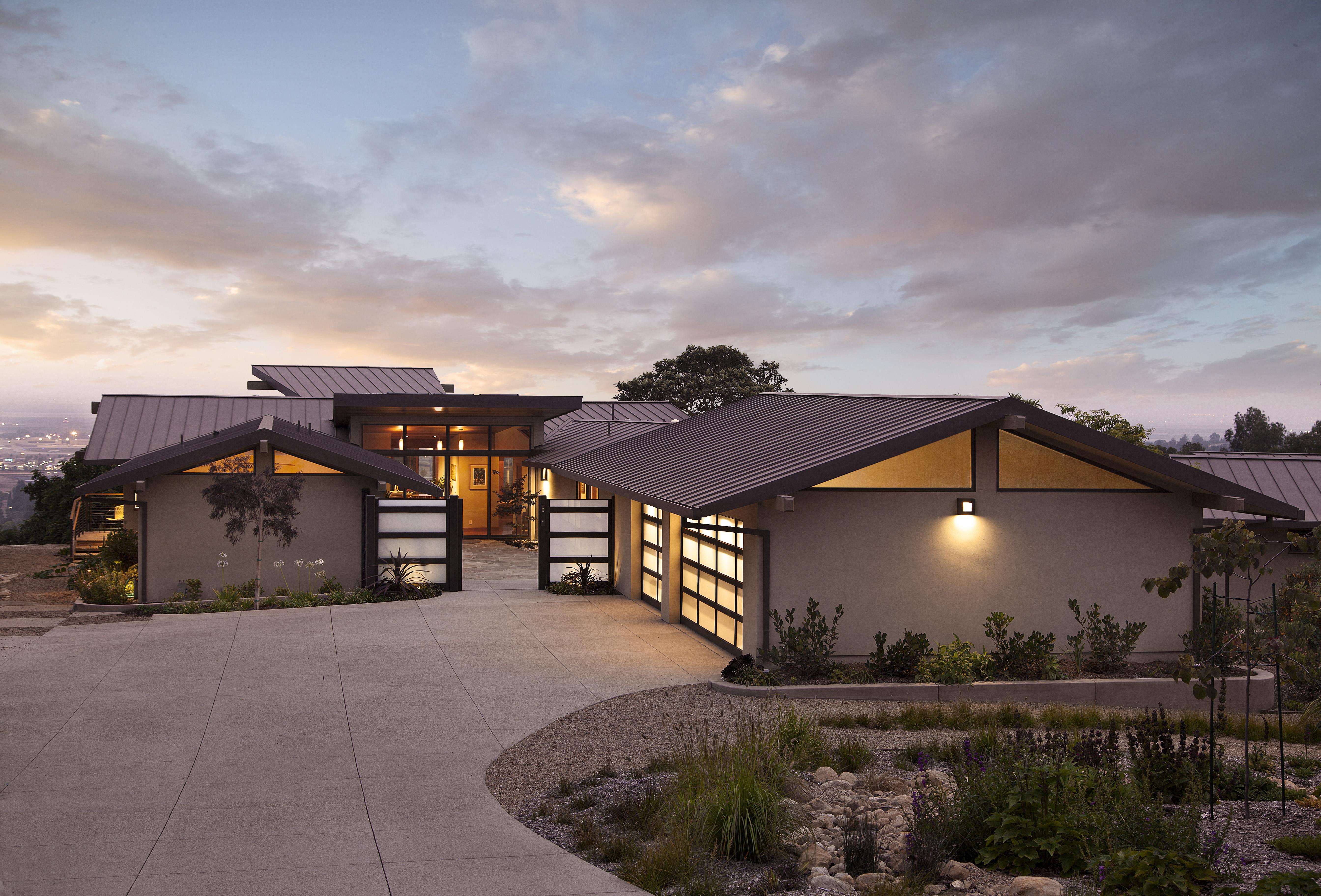 modern ranch exterior - 736×736