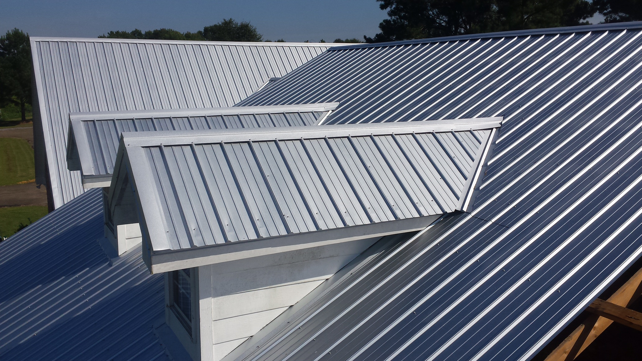 The Best Cooling Roofing Material For Warmer Climates