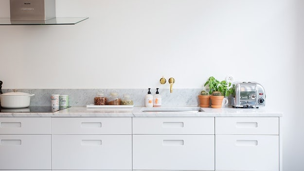 How to Select the Ideal Cabinet Hardware for a Contemporary Kitchen