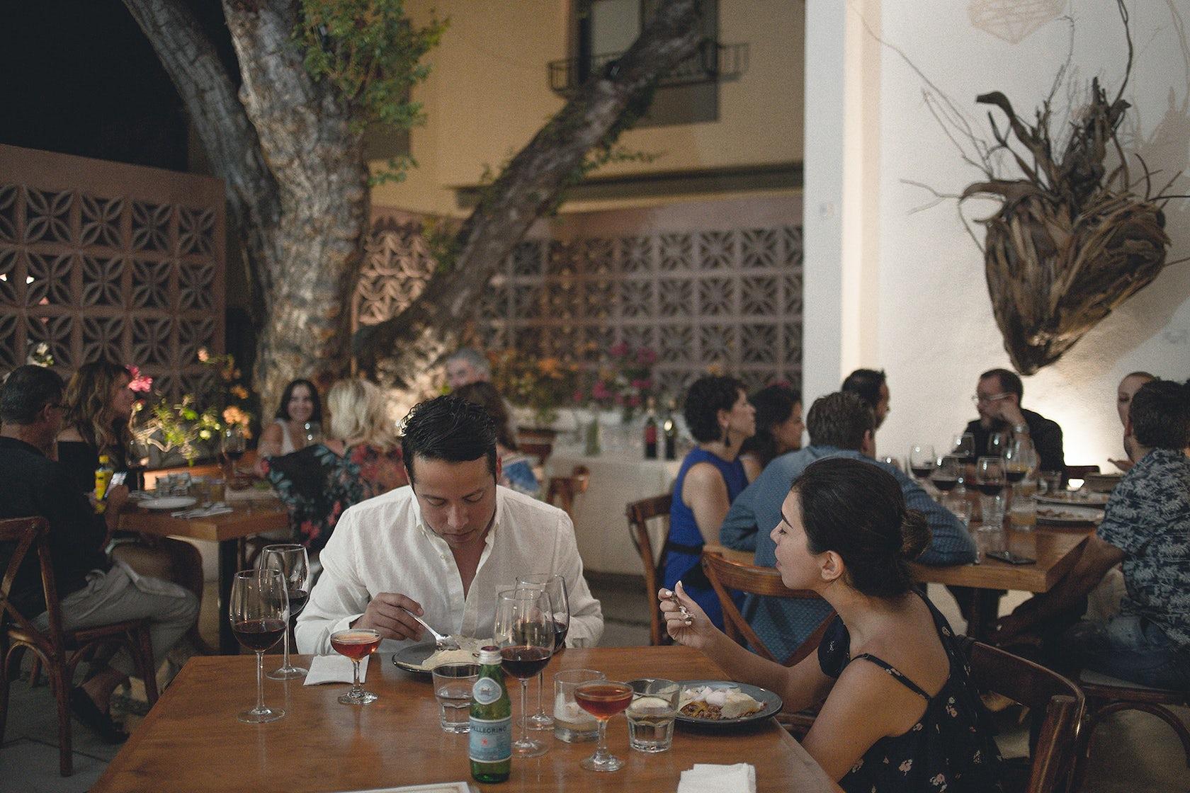 La Revolucion Comedor De Baja California Dalton Gin Bar