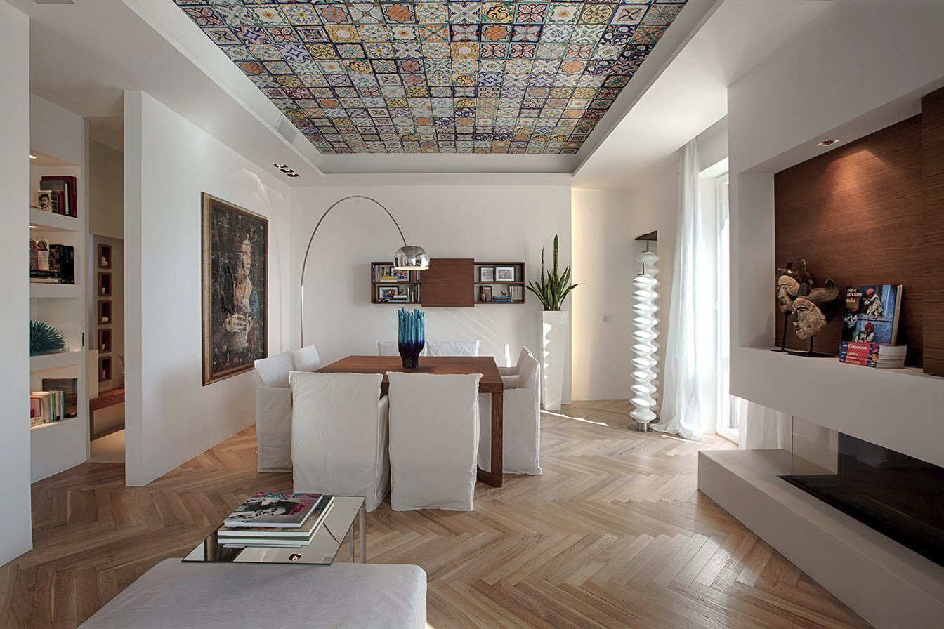 Apartment with tiled ceiling